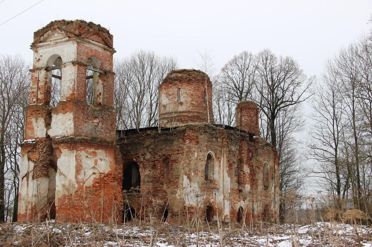 Kamennye Polyany, Luga District. Church built by order of Ivan the Terrible.