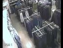 Внимание, розыск подозреваемого в совершении кражи из торгового центра!