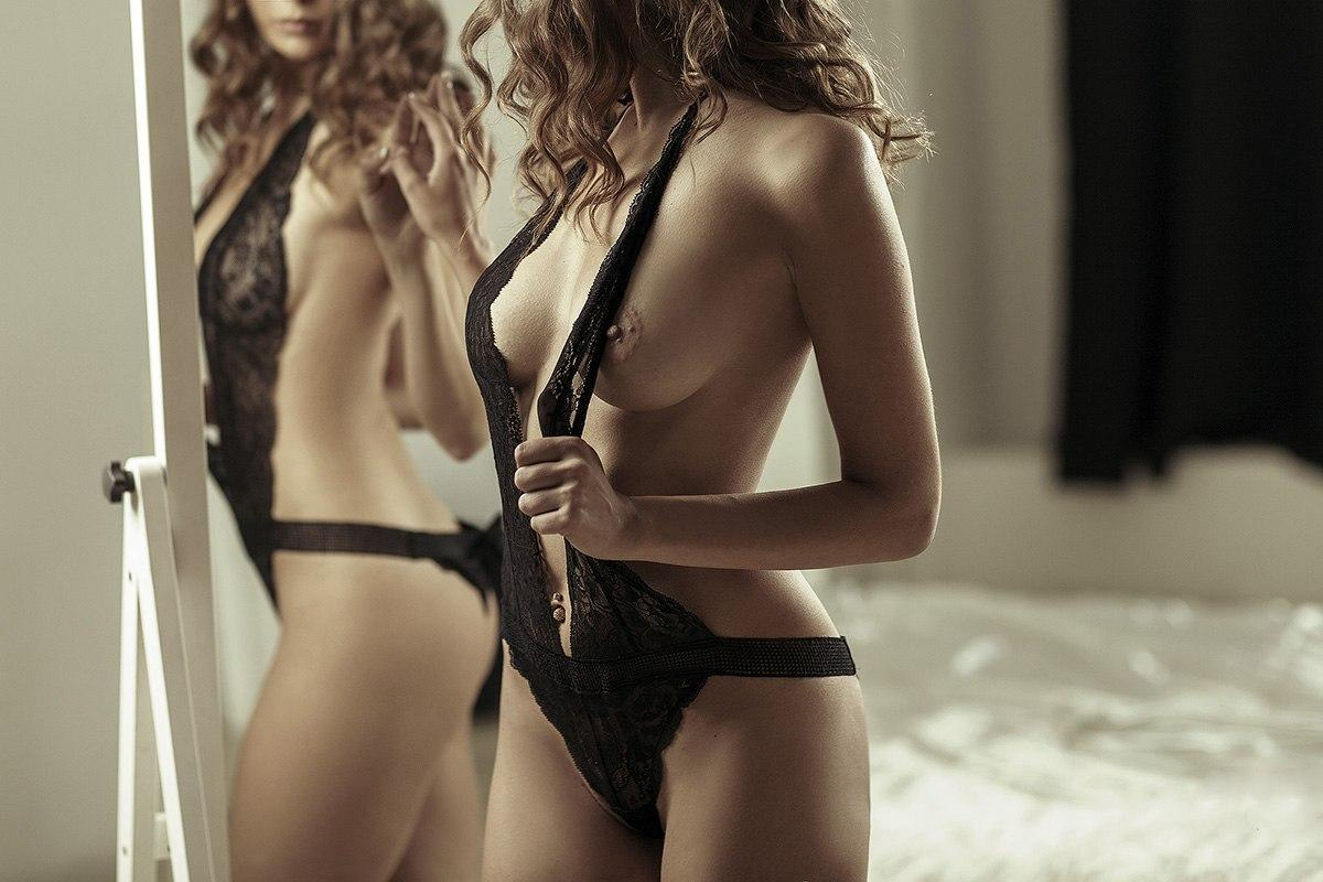 Amazing hotties use some sex toys