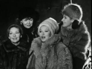 Марина Влади с сестрами поет
