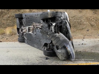 Водитель BMW на огромной скорости врезался в скалу и выжил