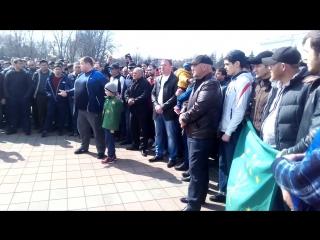 Жители КБР собрались у Белого дома в Нальчике в знак протеста против гей-парада