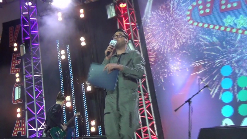 Иващенко на сцене разыгрывает билеты в Люксор(Партийная Зона,11.12.2016)