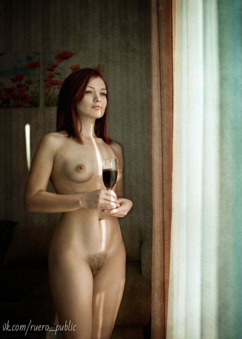 Older playgirl stuffs her experienced vagina