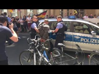 Демонстранты МинЮст ФРГ
