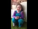 Маленькая девочка плачет потому что хочет жениха