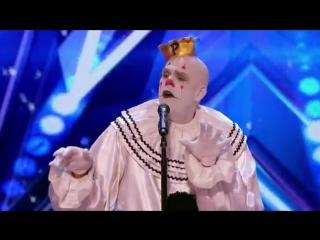 Клоун удивляет зрителей исполнением песни Sia - Chandelier на шоу талантов
