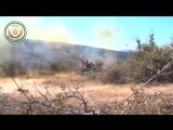 Боевиков Первой Прибрежной Дивизии ССА ведет огонь по позициям сирийской армии из 130мм гаубицы  на северо-востоке провинции Лат