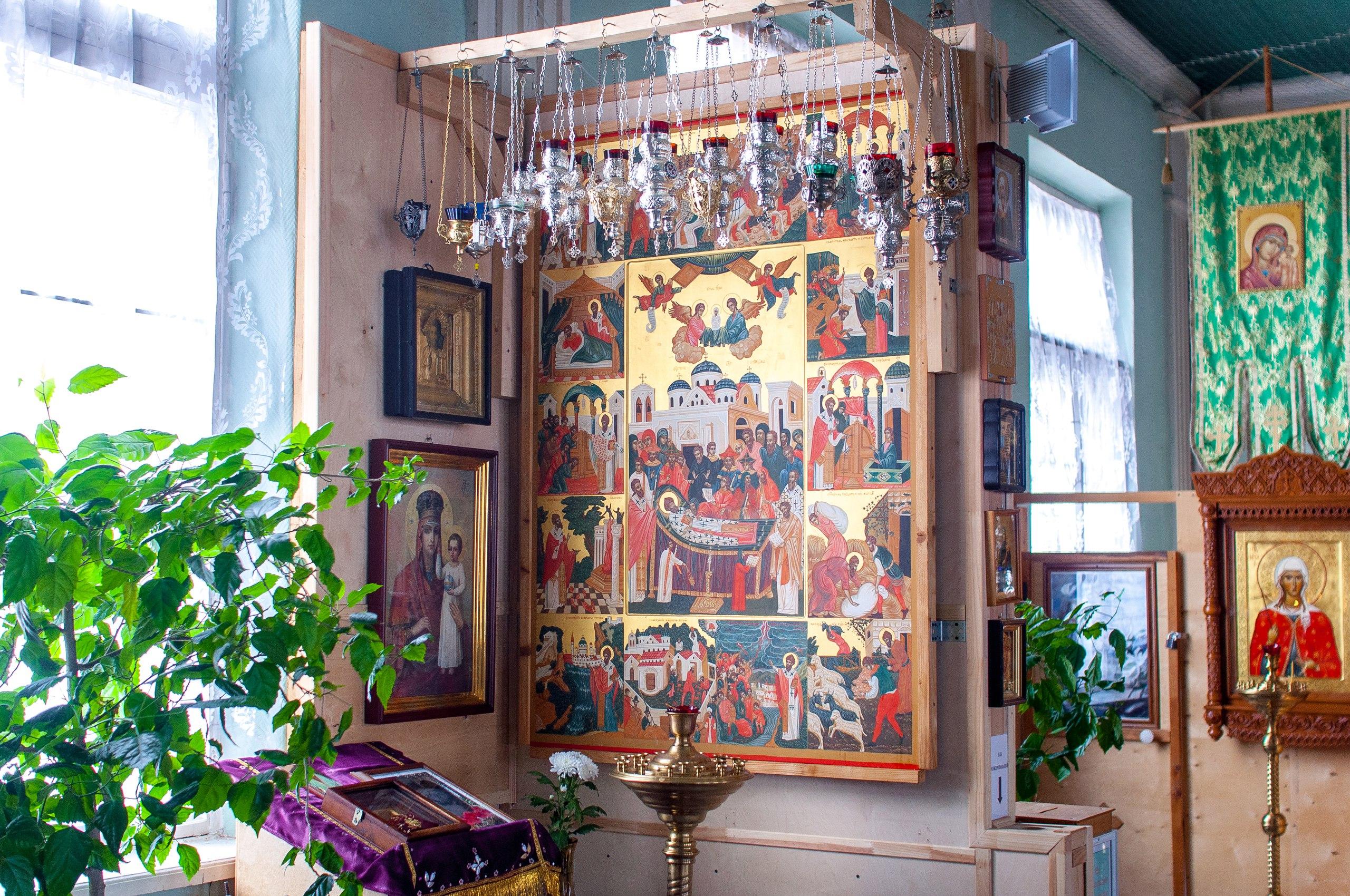 Житийная икона святителя Спиридона в городе Ломоносове