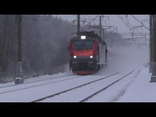 """Электровоз ЭП20-034 с фирменным поездом """"Полонез"""""""