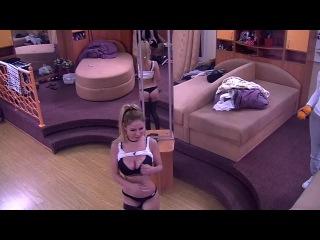 Дом-2: Эрна показывает грудь и попу