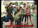 Тисячі учасників Київського міжнародного марафону бігали всупереч негоді