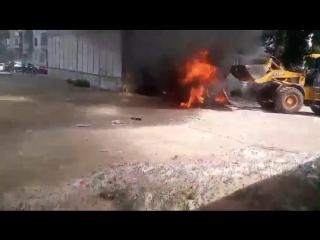 В Семипалатинске 52-летний водитель погрузчика Орынбек Тунгушбаев до прибытия пожарных оттащил горящую «ГАЗель», припаркованную
