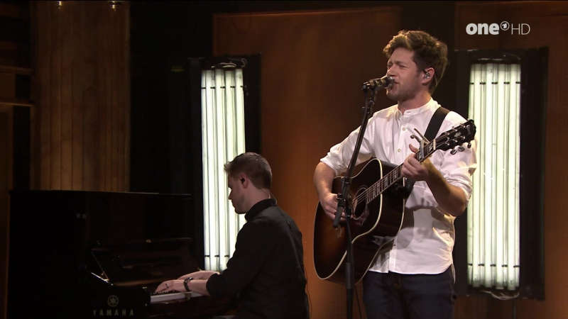 Niall Horan - This Town (The Tonight Show Starring Jimmy Fallon - 2016-12-13)