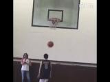 20052017 — Travel with Aaron in Japan Day1 — Аарон показывает свои умения в баскетболе ?