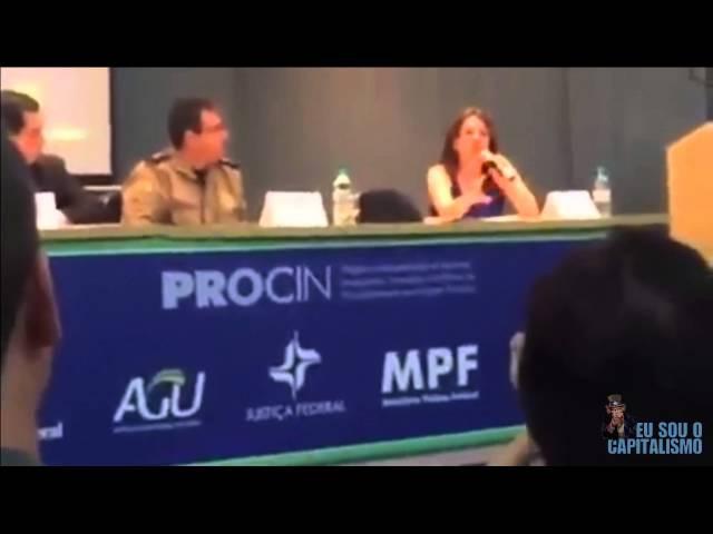Palestrante dos Direitos Humanos tenta ensinar policiais a trabalhar