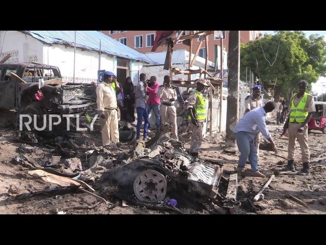 Сомали: Бомба, нацеленная на полицейский участок, убивает семь человек в Могадишо.