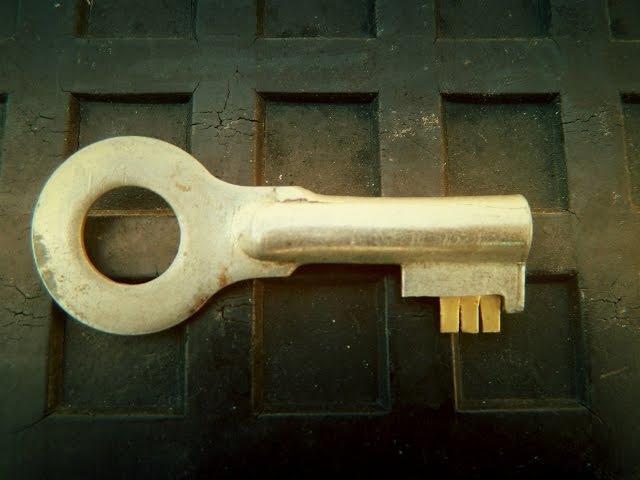Как сделать отмычку, самоимпрессионный ключ, вскрытие сувальдного замка методом самоимпрессии!