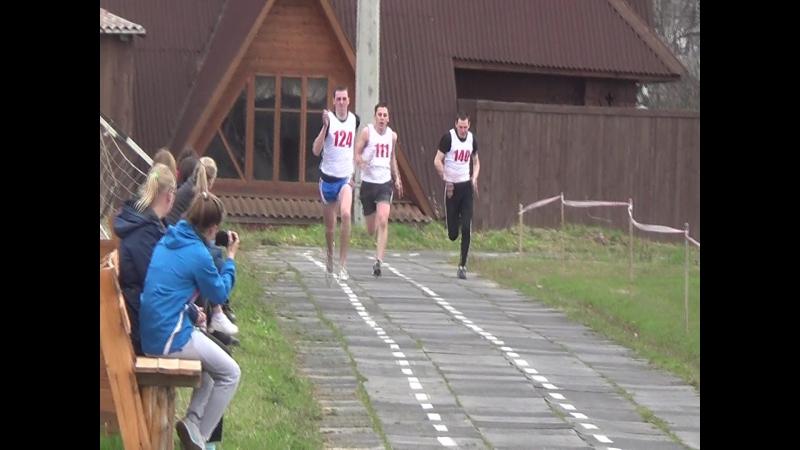 Победа Максима Мизёва (Кудымкарский педагогический колледж), забег 200 метров, время 24,93 (3 место)