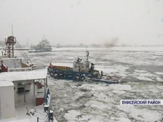 На севере края ледокол вышел на Енисей пробивать путь единственному работающему парому