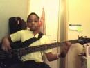 Вот талантливый мальчик, который очень хорошо играет на бас-гитаре с 6 струнами... И он играет одну из моих любимых американских