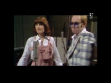 Элтон Джон и Кики Ди - Не разбивай мне сердце (Elton John  Kiki De - Dont go breaking my heart) русские субтитры