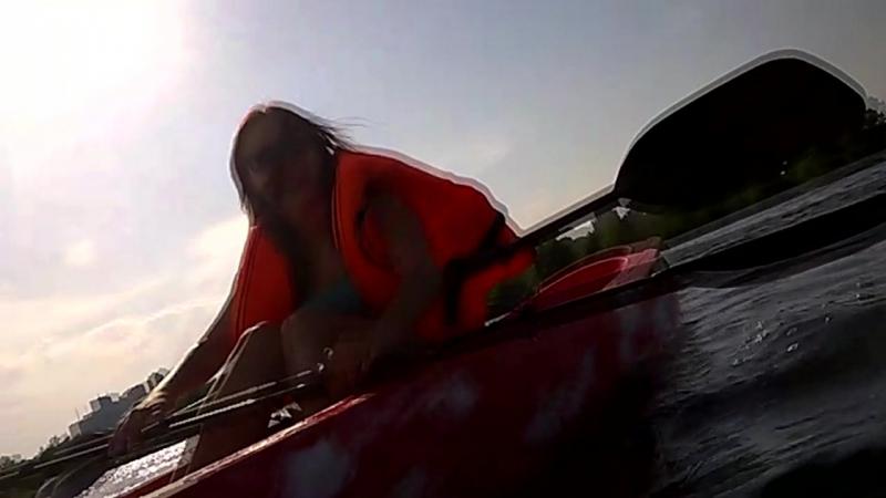 Из семейного архива: Женя и Юля плавают/ходят на каяке по Днепру