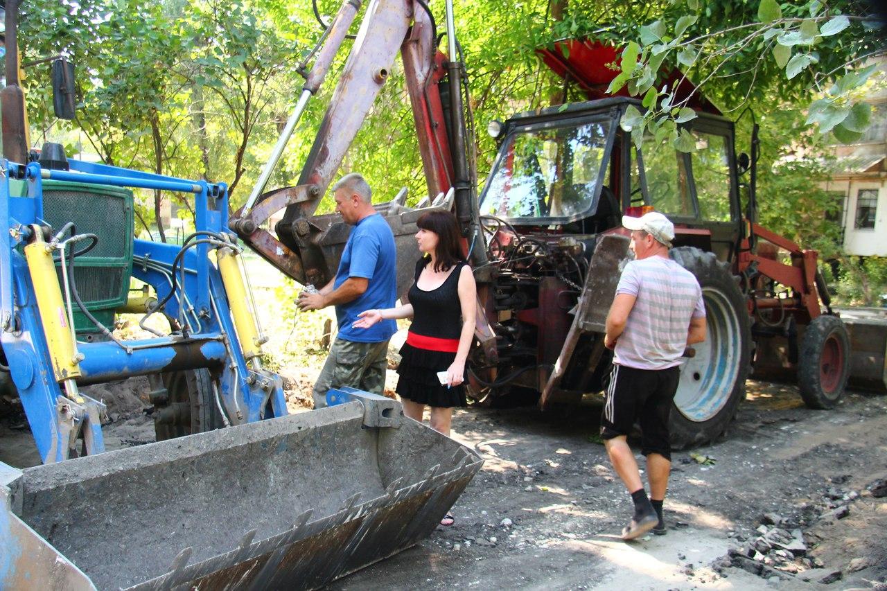 Депутат горсовета Оксана Матусевич добилась капитального ремонта дорог на ХБК (фото)