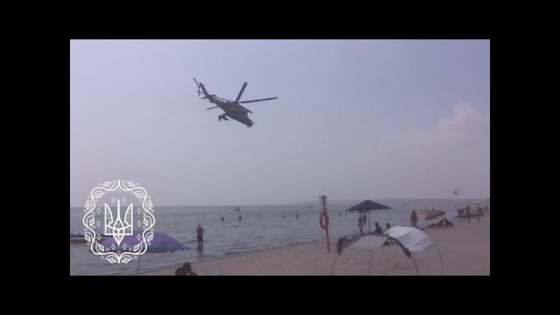 Вертольоти Мі-24 ЗСУ над пляжем. Коблеве, Україна