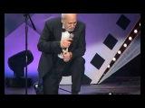 Бедрос Киркоров на коленях поет на армянском