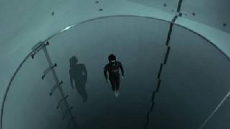 Y40 jump Guillaume Néry explores the deepest pool in the world