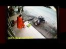Южный Таиланд. Попытка убийста буддийского монаха мусульманами.