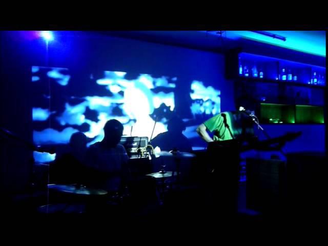Потолоквгуталине - Пока я буду играть свою музыку, все пойдут курить (live BarBerry г.Ом...