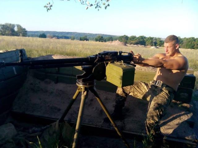 Бий москаля, складайте трупи! І кулемет беріть у руки! І нову ленту заряджай!