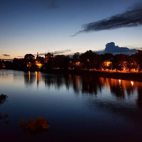 Спокойной ночи, родной город!  Фото: Олег Мезенев