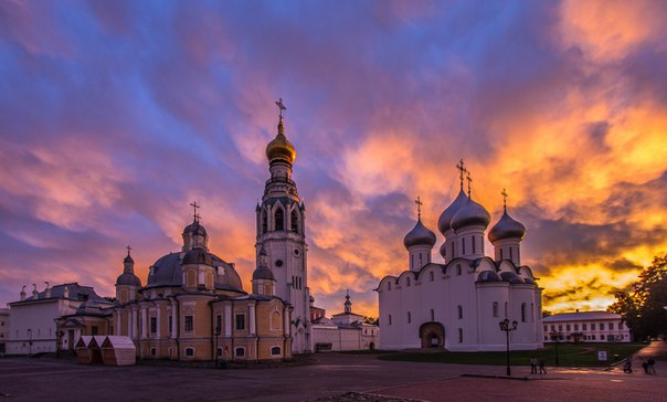 Сказочной красоты закат над Кремлёвской площадью