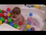 Игорек и Арина в ванной с шариками открываем сюрпризы щенячий патруль