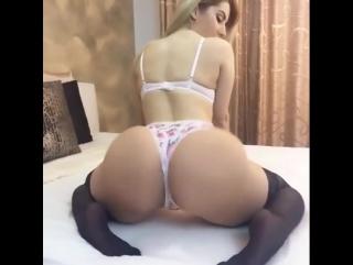 Большая сексуальная попка зрелой давалки мамки красивая зрелая задница mature as