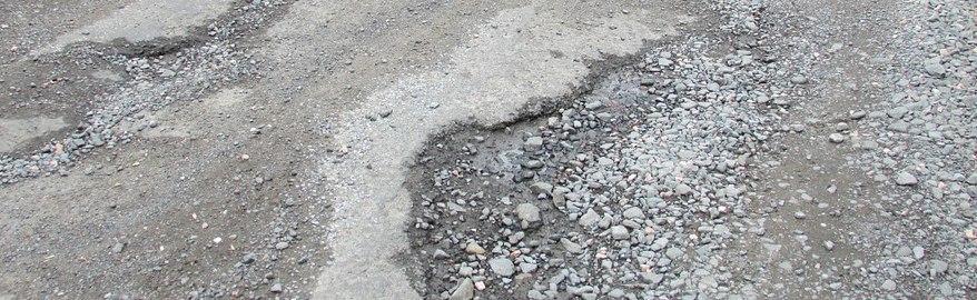 Названы районы Подмосковья, где почти не ремонтируют дороги