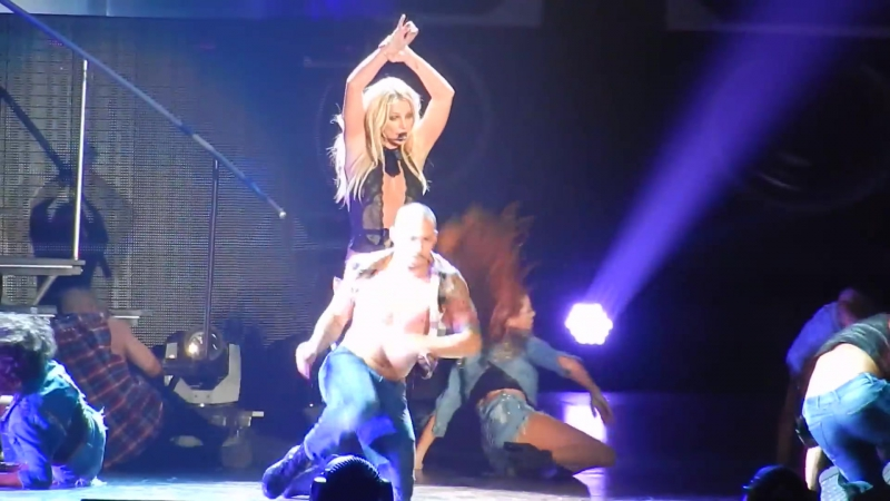 Britney Spears - Gimme More (Osaka, Japan)