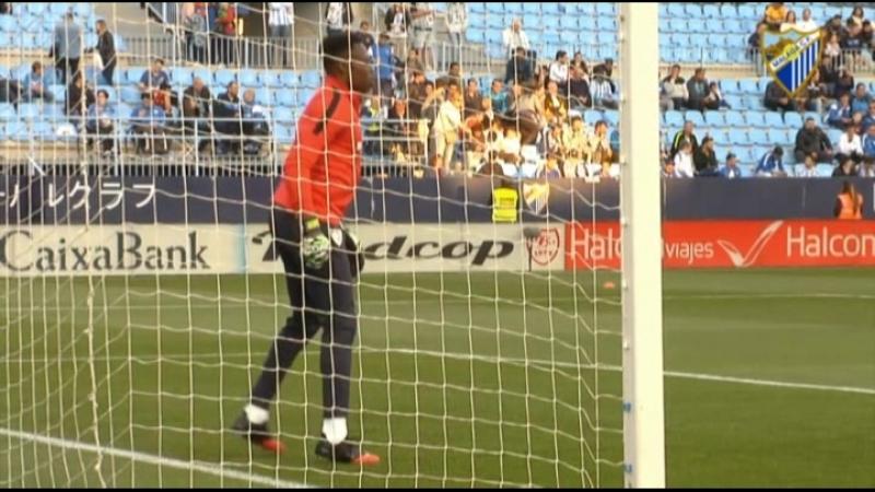 Карлос Камени - вратарь ФК Малага, Испания, в перчатках Elite Combat Pro.