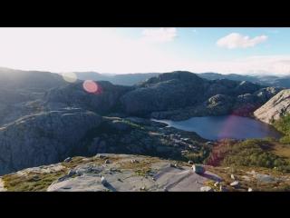 Перехватывает дух! Дома в горах на склоне Норвегии