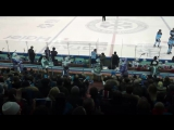 Танец дед морозов и снегурочек на матче Сибири