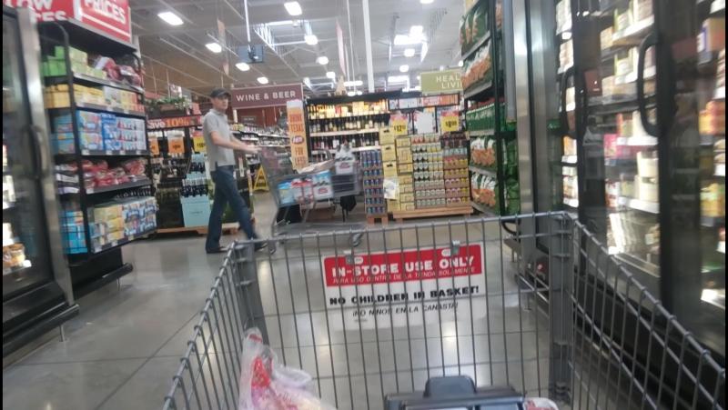 Texas,HEB, на чем передвигаются русские с похмелья в супермаркете США