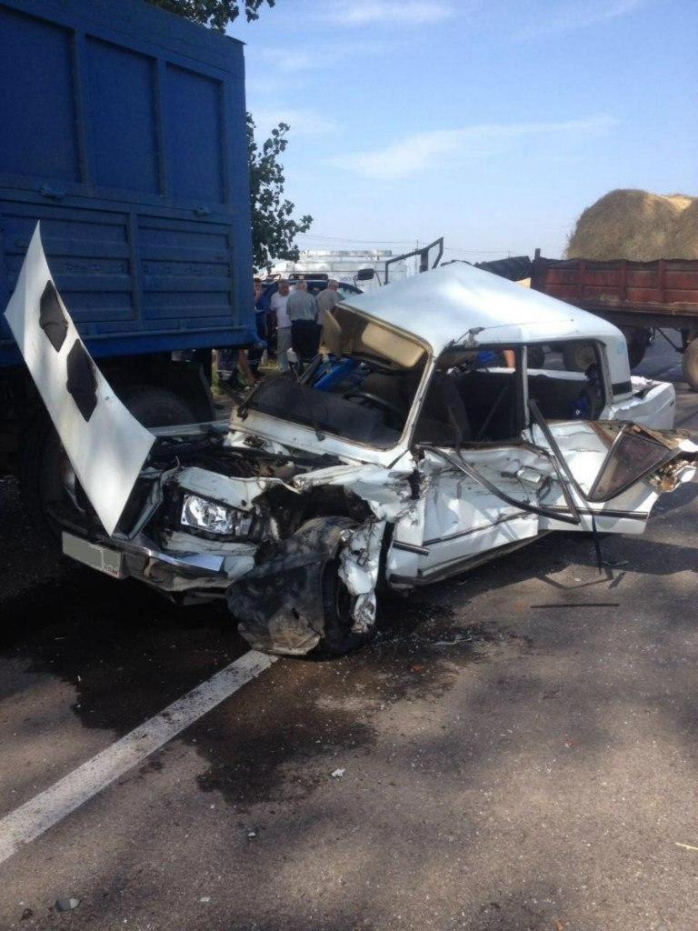 На трассе «Ростов-Таганрог» «ВАЗ-2107» столкнулся с трактором, а после с «КамАЗом»