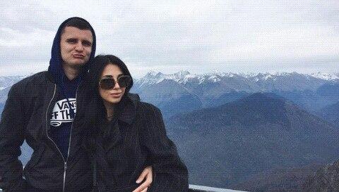 Варвара Третьякова выйдет замуж в черном платье.