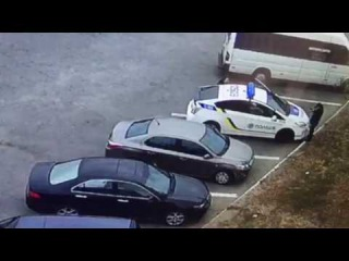 Херассе в Днепре утро начинается... <br>Сегодня в 9.40 в г. Днепр по ул. Курчатова 10, на автовокзале неизвестный завладел пистолетом Форт 17, убил одного полицейского второго ранил, с места скрылся на автомобиле ситроен серебристого цвета г. н. АЕ 7053 АА<br>upd: Девушка-полицейская тоже умерла...<br>upd: Автомобиль убийцы патрульного проехал на красный свет, водитель требовал не проверять его документы и просил патрульных, чтобы они его отпустили, однако те отказались и начали проверять документы. <br>- Подозреваемый выходит из машины и приставляет пистолет, выясняется сейчас какой именно, и стреляет в патрульного. После этого стреляет уже в напарницу, это Макаренко Ольга. <br>У девушки пуля задела легкое, печень и ногу. По оружию проводятся экспертизы, также проверяется информация о том, что злоумышленник завладел пистолетом патрульного. <br>Подтвердили, что подозреваемый - бывший боец батальона Торнадо, ранее судимый Пугачев Александр Андреевич.