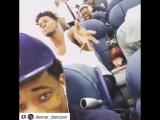 Сборная США поёт в самолёте
