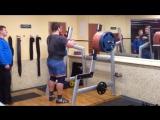 Владислав Соловьев приседает 300 кг на 2 раза в наколенных бинтах