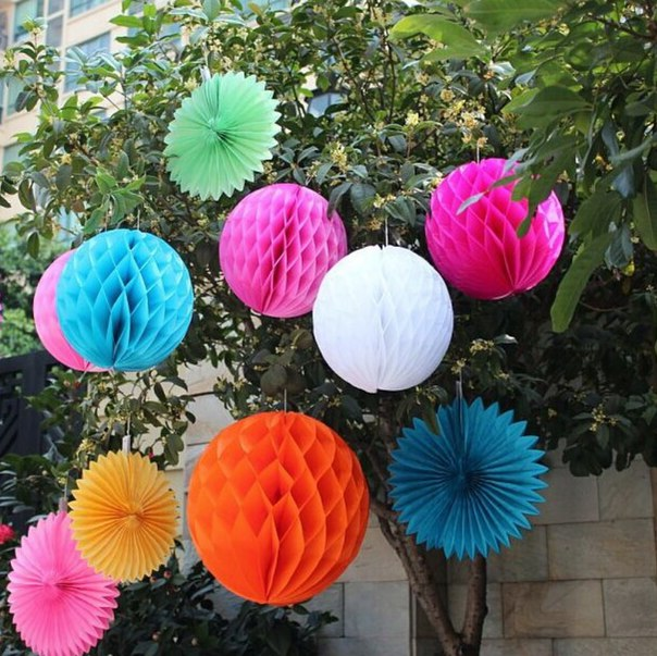 Крутые бумажные шары!  https://ru.aliexpress.com/store/product/30cm-12-inch-Tissue-Paper-Flowers-balls-pom-Poms-honeycomb-lantern-Party-Decor-Craft-Wedding-Decoration/1764030_32467228436.html?detailNewVersion=&categoryId=100001828